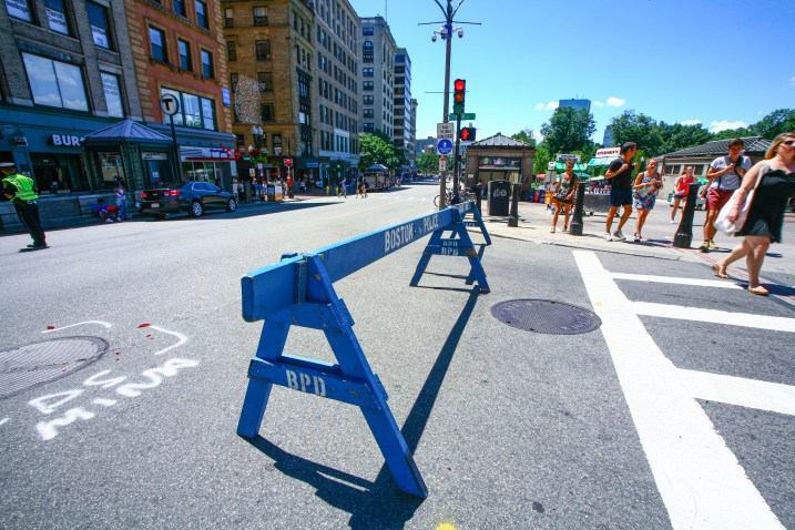 Straßensperre durch die Polizei von Boston, USA. August 2015 // Boston Police road barrier in Boston, Maine, USA. August 2015