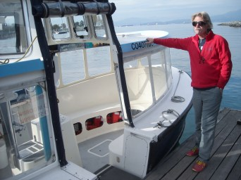 Fahrer eines Wassertaxis wartet auf Fahrgäste in Vancouver, Kanada. Oktober 2015 // Water taxi driver is waiting for costumers in Vancouver, Canada. October 2015.