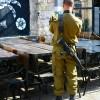 Soldat mit Gewehr // Soldier with a rifle