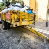 Anhänger mit Müllsäcken // Trailer filled with garbage bags