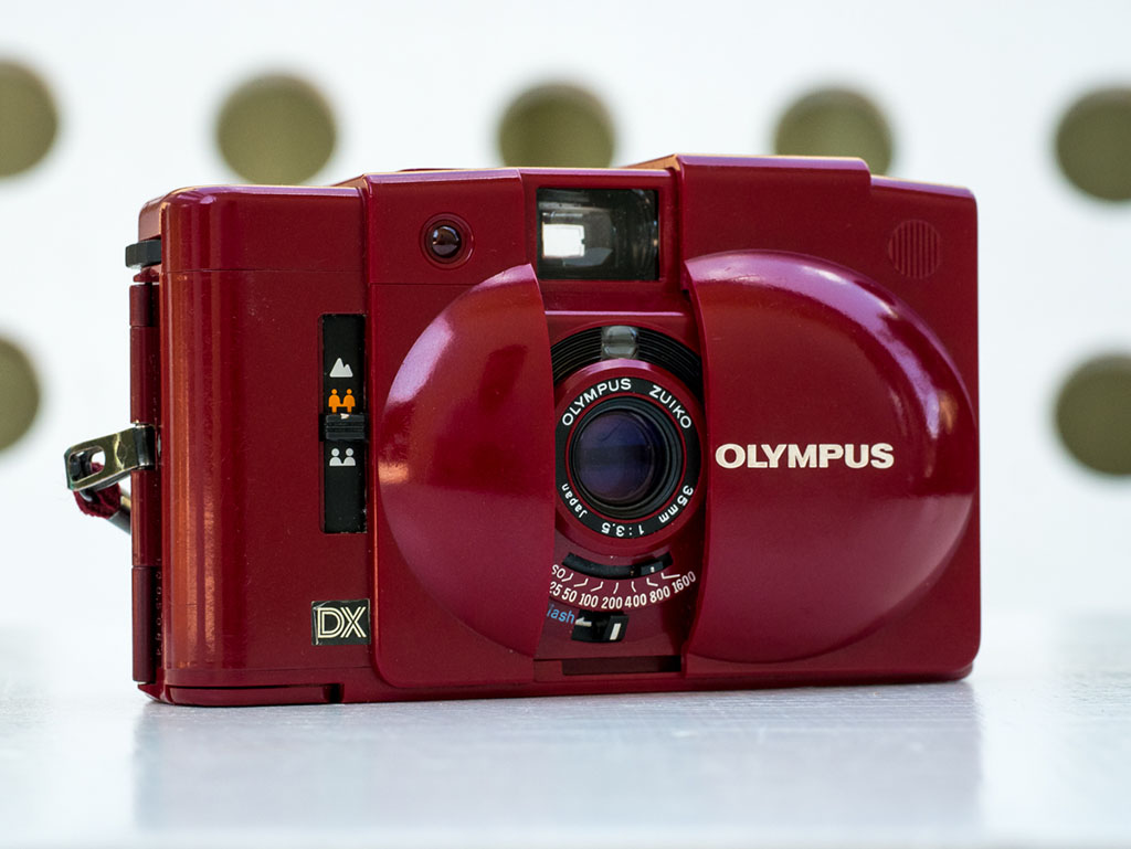 Olympus XA3 – Red cameras go faster