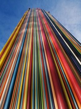 Tour multicolore sur le parvis de la Défense - Mode auto, IA désactivée - 26 mm - 50 ISO - 1/2237 - f/1,8