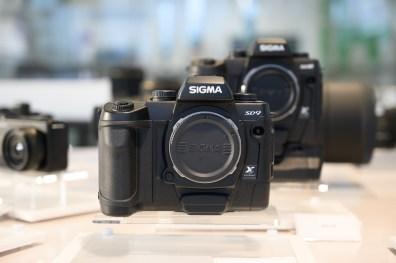 Le Sigma SD9, premier appareil photo numérique signé Sigma et également le premier boîtier Sigma au capteur Foveon