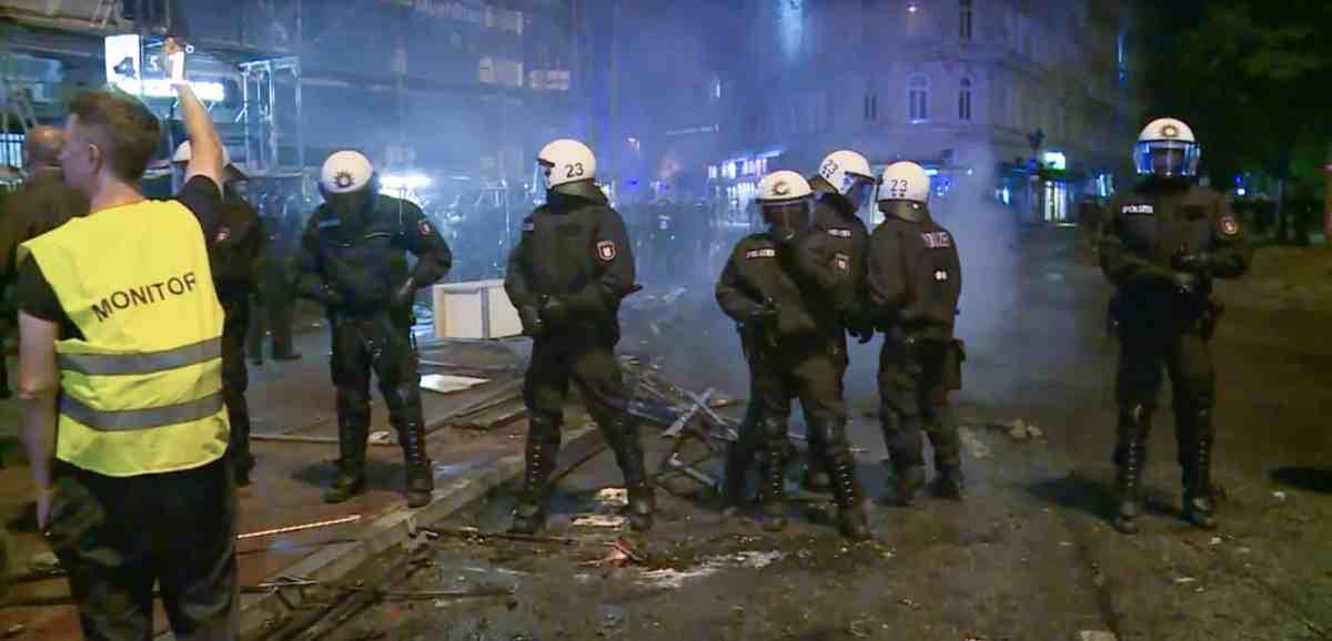 Polizeibeobachtung G-20-Gipfel in Hamburg 2017.