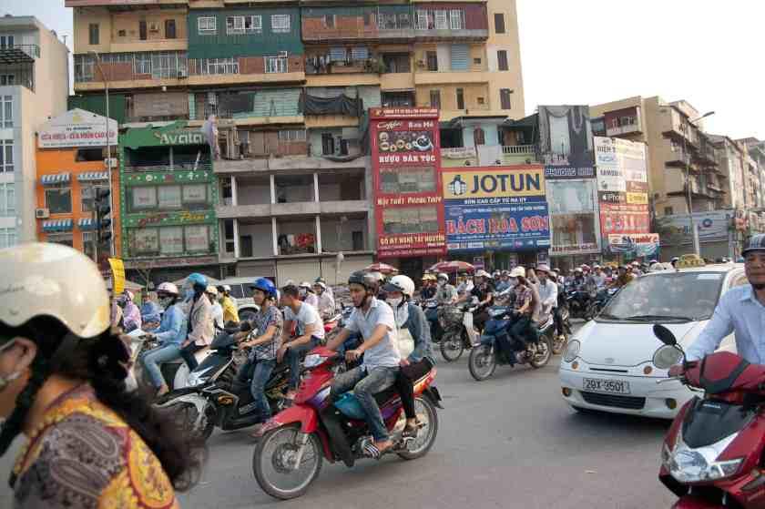 Im Verkehr in Hanoi. Bild: phs