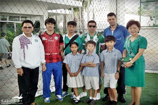 Phuket FC visits Kajonkiet Campus
