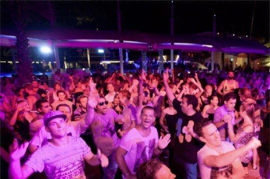 Paul Oakenfold rocks Phuket beach