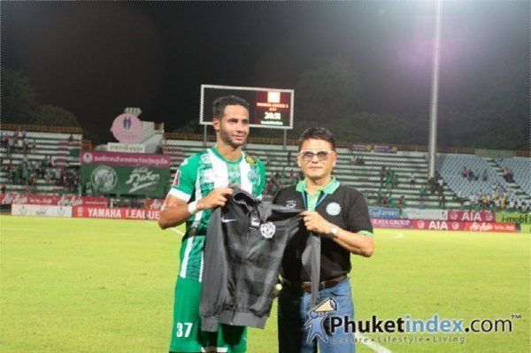 Phuket draw, coach quits