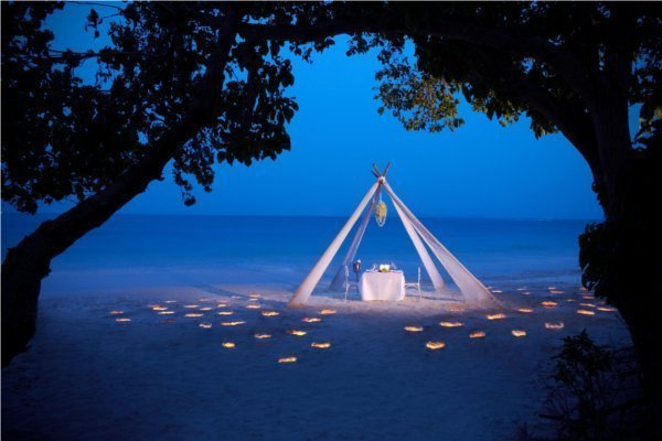 Phuket Hotel Takes Beach Dining to New Heights