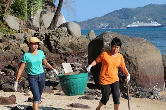 Amari Phuket teams up to clean Patong Beach