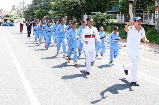 Phuket residents join Royal Flame celebration