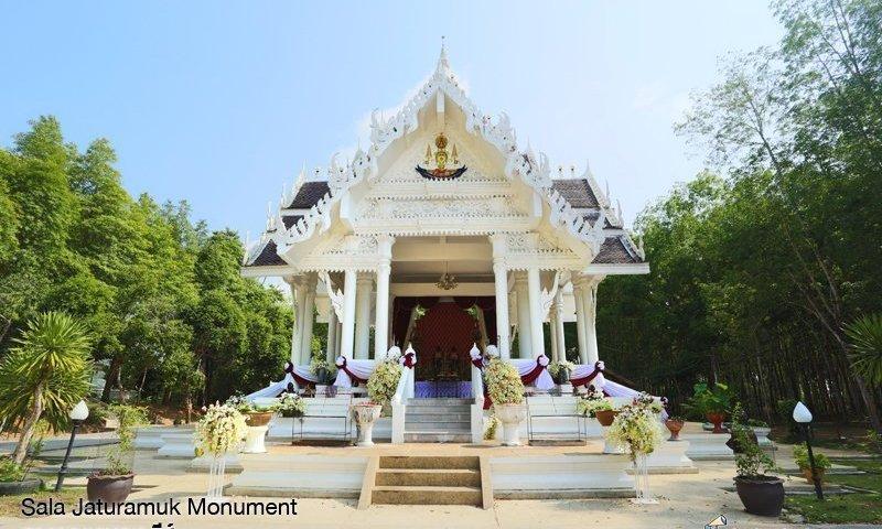 Photo of the day: Sala Jaturamuk Monument