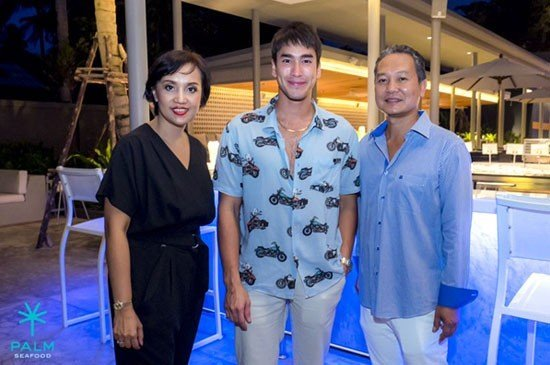 From Left to right: Khun Somjai Tungkoo (Twinpalms Group Executive Manager), Khun Nadech Kugimiya, Khun Sittichai Jienatham (Hotel Manager of Twinpalms Phuket)