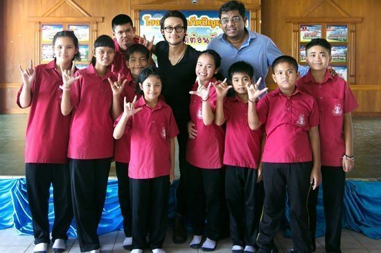Toon's surprise appearance wowed Phuket Panyanukul students