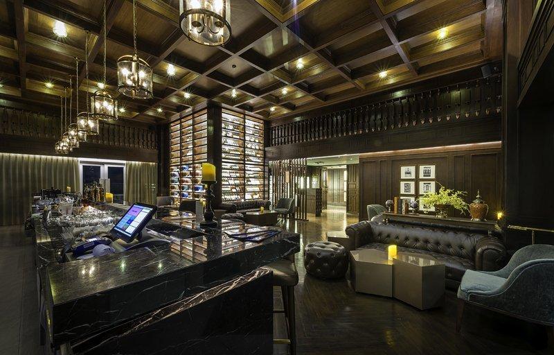 Estrela, Phuket Town's First Sky Lounge at Novotel Phuket Phokeethra, Dazzles Locals and Tourists Alike