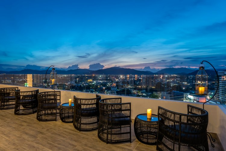 Estrela, Phuket Town's First Sky Lounge at Novotel Phuket Phokeethra, Dazzles Locals and Tourists Alike