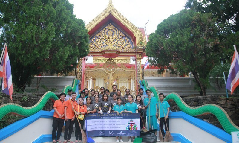 AKSARA Collection team member do the public service to maintain the cleanliness of Kata Temple