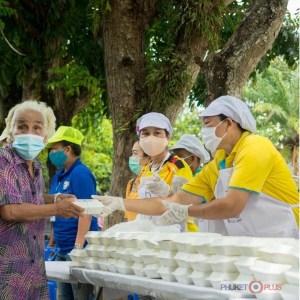 раздача бесплатной еды в Таиланде во время пандемии