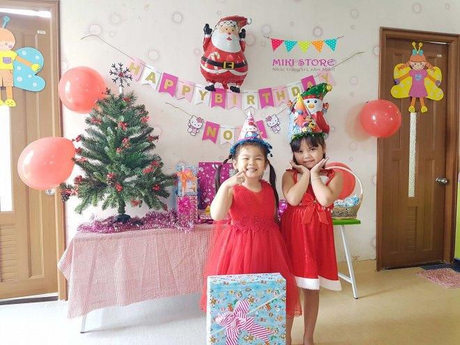 Trang tri sinh nhat ket hop giang sinh cho be Noel