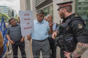 Arguments with Police - a community leader tells Police not to interfere with demonstrators. Photocredit: Peter Marshall