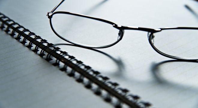 眼鏡と手帳