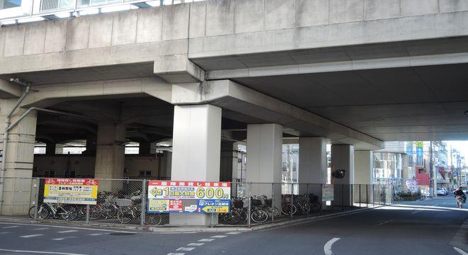 北越谷駅高架下
