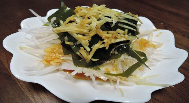 大根とワカメの酢しょうがサラダ