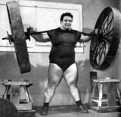 Paul_Anderson,_durante_lo_squat_con_una_ruota_di_carro.jpg