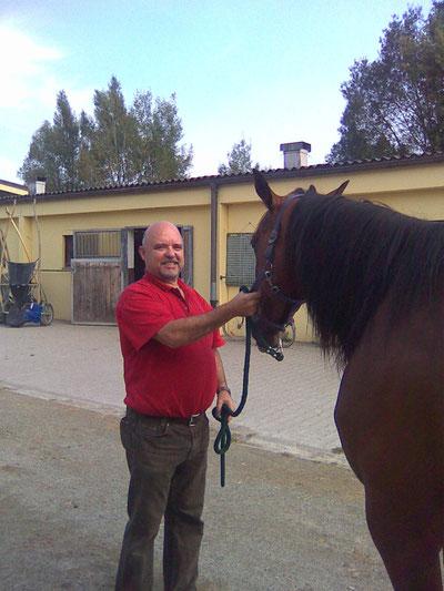 W. Luginger diplomierter E-Technik Therapeut mit Pferd