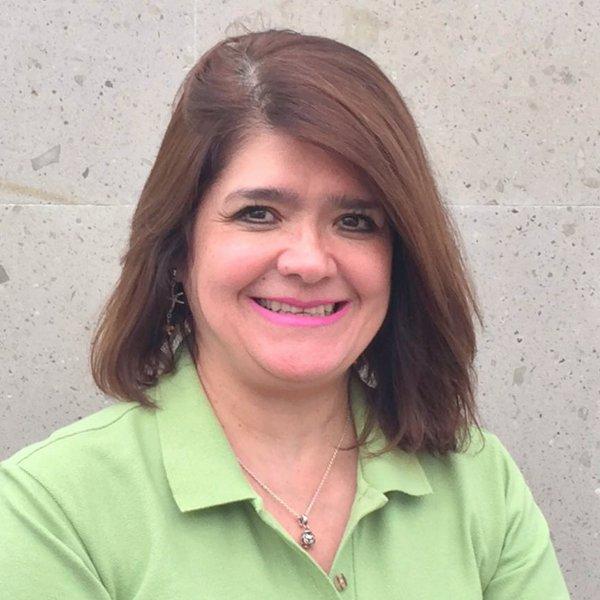 Rosalba Tapia - Administradora