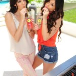 Kendall-and-Kylie-Jenner-pub-2012