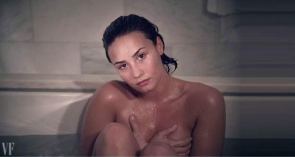 Demi-lovato-nu-dans-son-bain