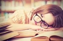 Schlafen in der Mittagspause ist gesund