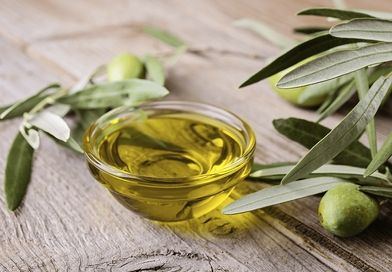 huile d'olive et feuilles