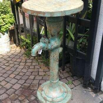 Tavolino rotondo con fontana