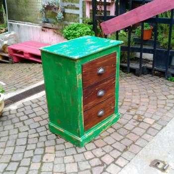 Cassettiera bassa verde