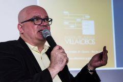CARLOS BELÉM é diretor da Escola de Música Villa-Lobos desde junho de 2015. Bacharel em Música pela UFRJ, é reconhecido pelo seu trabalho como gestor público, gestor de projetos, produtor, diretor artístico, musicista e professor de música. Tem vasta experiência na Coordenação, Direção e Produção de dezenas de projetos no CCBB (Rio de Janeiro, São Paulo e Brasília), CAIXA Cultural (Brasília, Rio de Janeiro e Salvador), BNDES,Espaço Cultural FURNAS, Sala Cecília Meireles, entre muitos outros. Foi coordenador pedagógico do Projeto Banda Larga (Governo do Estado do Rio de Janeiro), membro da Coordenação de Música da Funarte responsável pela Área de Coros e Membro da Equipe de Recuperação do Arquivo Sonoro da Divisão de Música da Biblioteca Nacional.