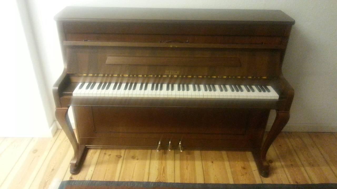 Petrof Klavier 106