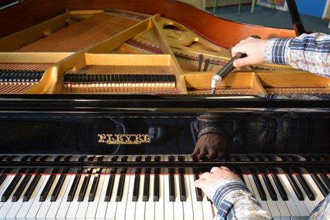 Pianostemmer Groningen, Erik Kammenga stemt een piano, een vleugel