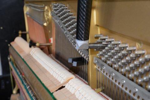 Pianostemmen: met een stemhamer een stempen in balans brengen