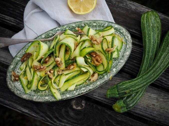 sitruunainen kesäkurpitsasalaatti