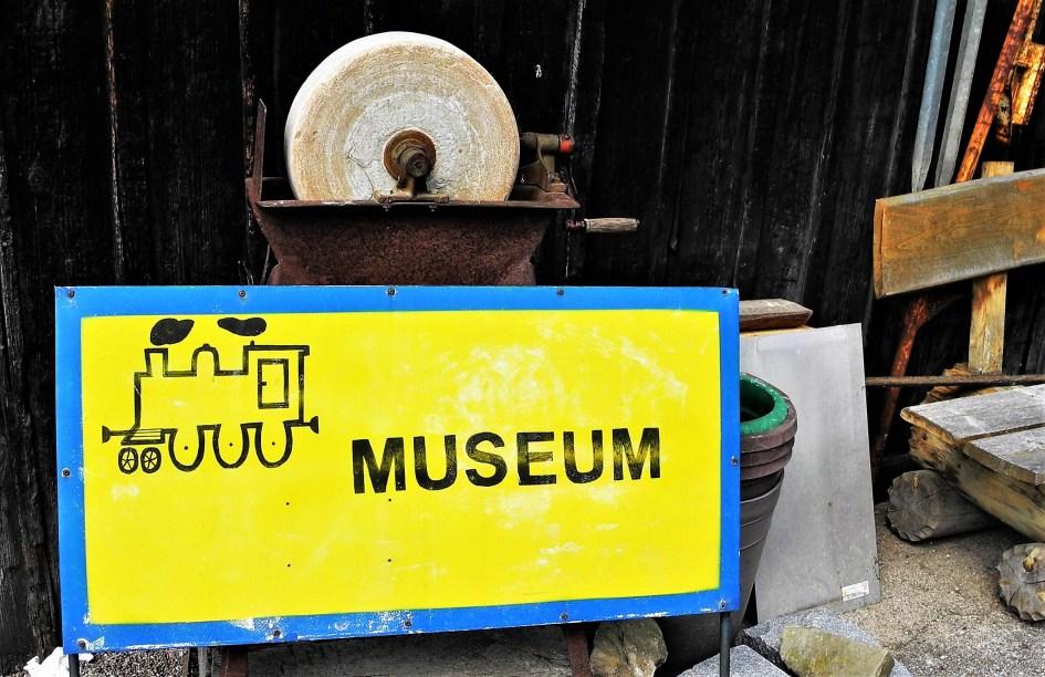 Bahnhof Ybbsitz Museum Skuriller Schild