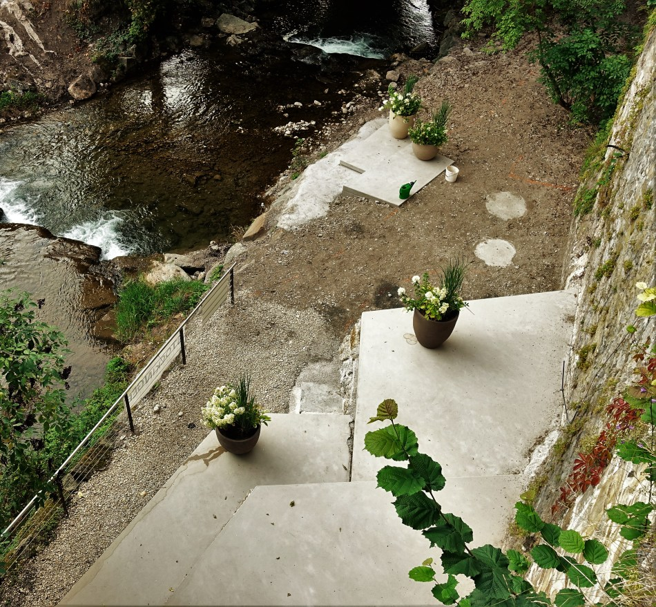 Rothschildschloss neue Platte mit Blumen