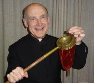 Pfarrer Kittl 2 nahe mit dem Klingerbeutel, den er dem Teufel schenkte Foto Piaty