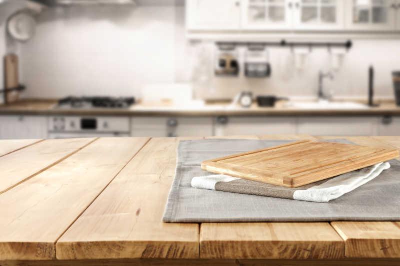 kitchen tops wood island pendants 桌布和木砧板图片 厨房背景下的桌布和木砧板素材 高清图片 摄影照片 寻图 厨房背景下的桌布和木砧板