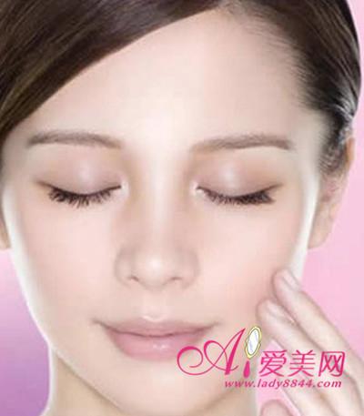 如何消除眼部細紋 教你眼霜的正確使用方法 - 色彩地帶