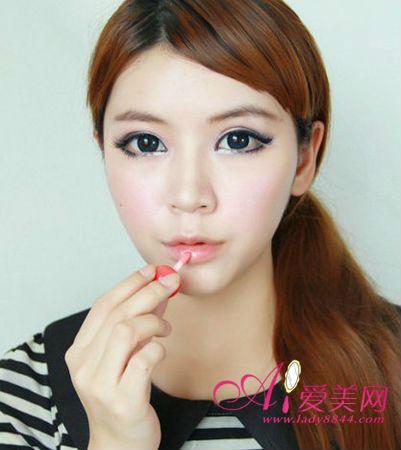 怎樣化妝使眼睛變大 教你畫日系大眼妝 - 色彩地帶