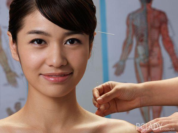 針灸豐胸有效嗎 揭秘最安全有效的豐胸方法 - 色彩地帶