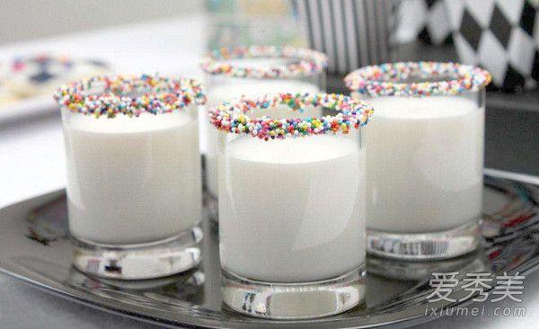 純牛奶可以直接敷臉嗎 用純牛奶敷臉有什麼好處 - 色彩地帶