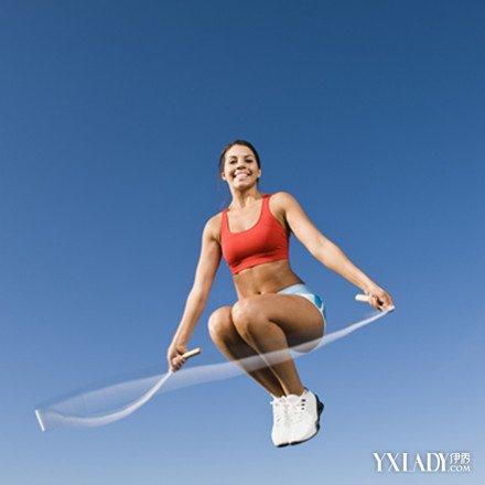 女人跳繩減肥成功案例分析 三個月竟減肥17斤! - 色彩地帶